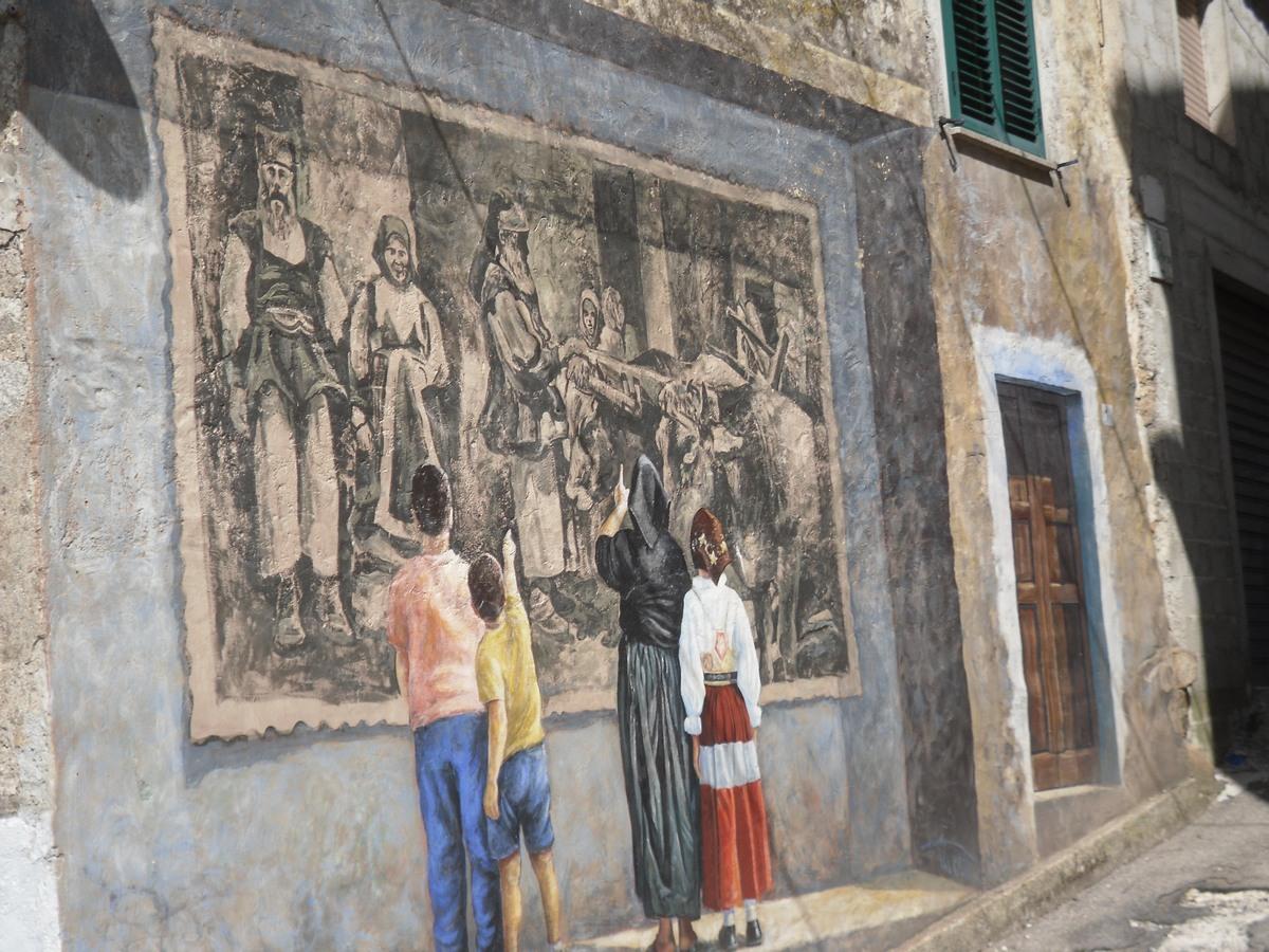 Il ritratto dipinto di un'altra Sardegna a Borgo di Fonni