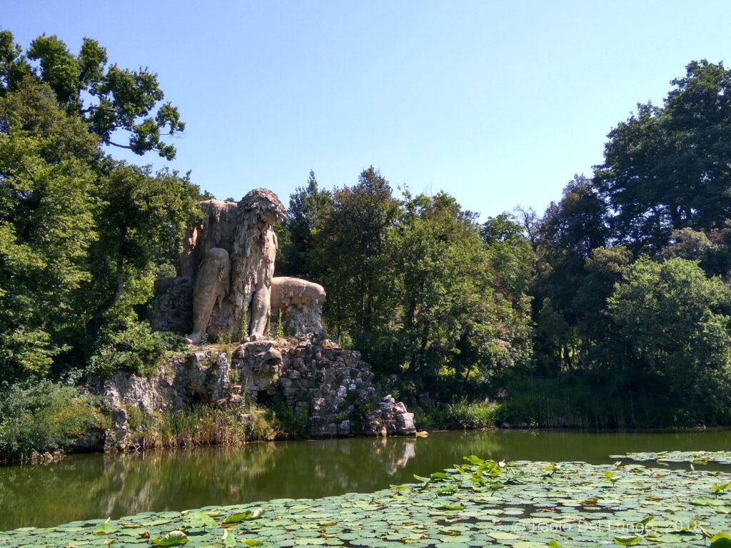 L'Appennino, statua del Gigante di Giambologna.