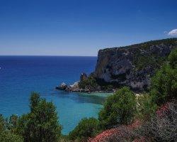 Trekking verso la spiaggia di Cala Luna in Sardegna