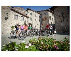 Tour con  e-bike e percorso enogastronomico in Lunigiana