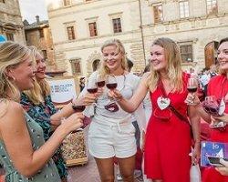 Degustazione di vini in tre aziende di Montepulciano