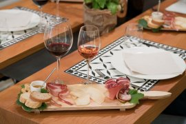 Tasting tour with cured meats and cheeses