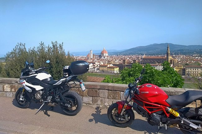 Motorcycle tour Cities of Tuscany in 2 days