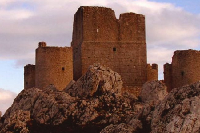Weekend  in Abruzzo: trekking e tour a Castel del Monte