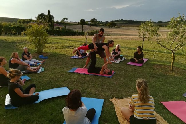 Yoga in nature in the Tuscan hills