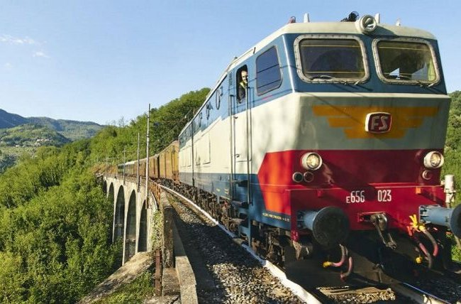 Tuscan round trip with historic train